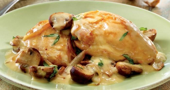 Куриная грудка в духовке под кефирным соусом