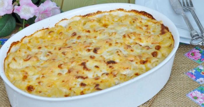 Запеканка из макарон в духовке с сыром и сосисками