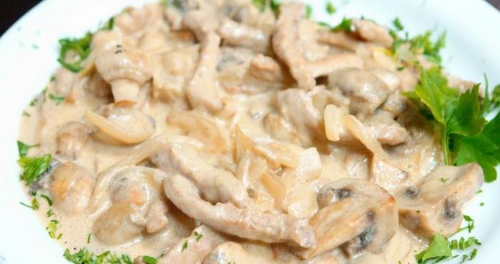 Приготовление бефстроганова из свинины с грибами: