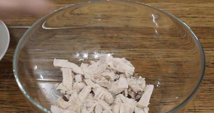 мясо вытащить и порезать кубиками