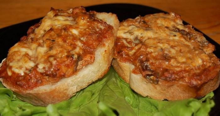 Пикантный бутерброд с чесноком