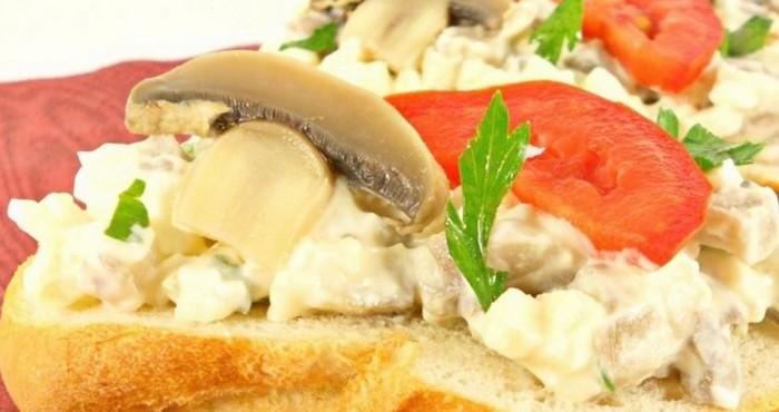 Бутерброд с шампиньонами для гурманов