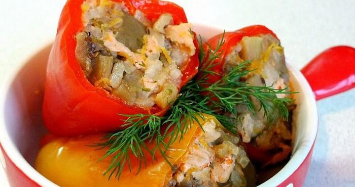 Сладкий перец, фаршированный макаронами и грибами