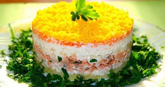 Сардина в знакомом салате «Мимоза»