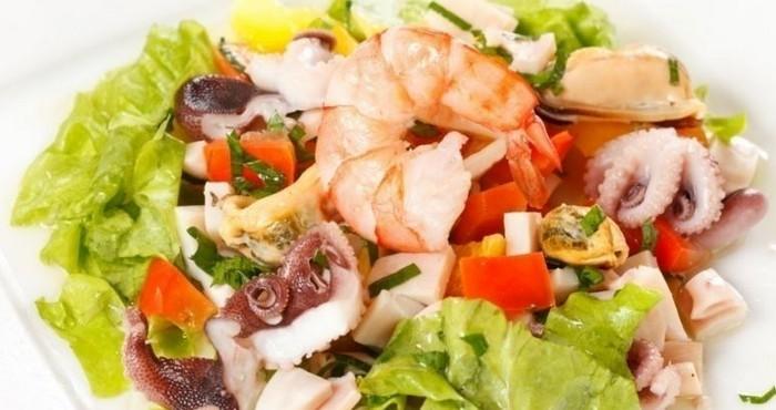 Салат из морского коктейля «Морской владыка»