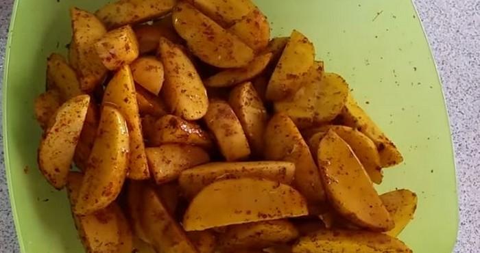 распределить специи по картофелю
