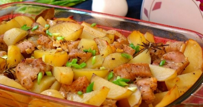 Как приготовить картошку по деревенски с курицей в духовке