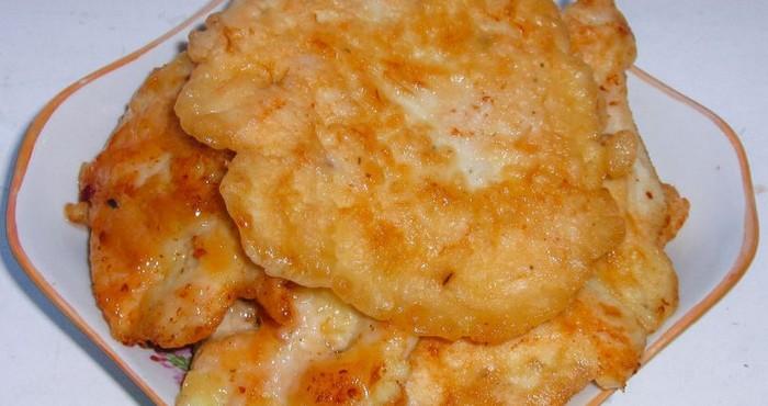 Куриное филе в кляре на сковороде с сыром