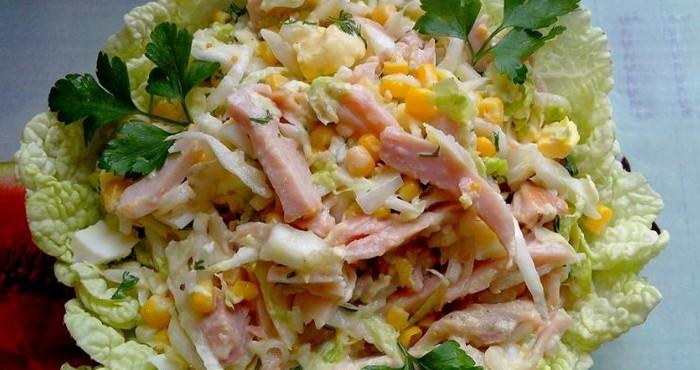 Овощной вкусный салат на скорую руку из капусты с колбасой