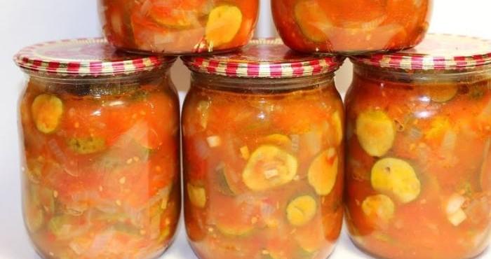 закрутка из огурцов в томатном соке с чесноком