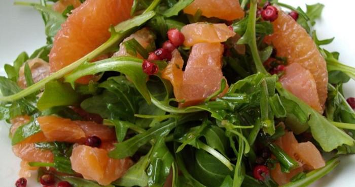 закуска с красной рыбой и зеленью