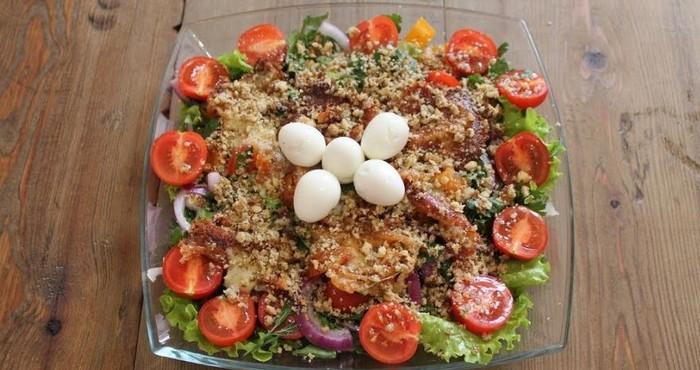 новогодний салат с обжаренным сыром