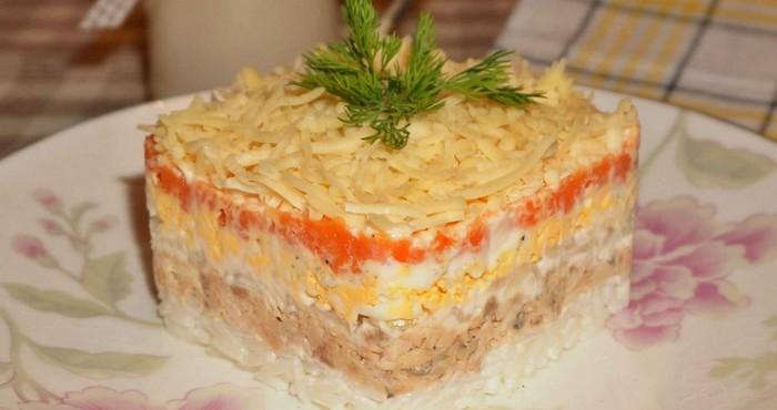 легкий рисовый салат из горбуши