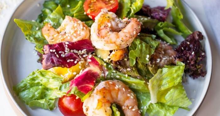 полезное блюдо с морепродуктами и кунжутом