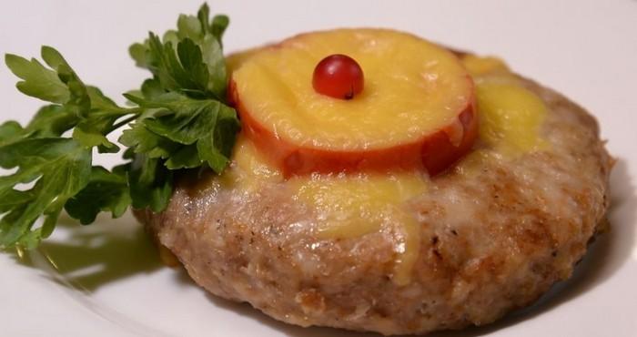оригинальное блюдо с помидором и сыром
