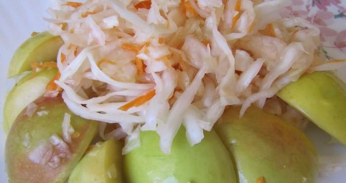 квашеная капуста с фруктами