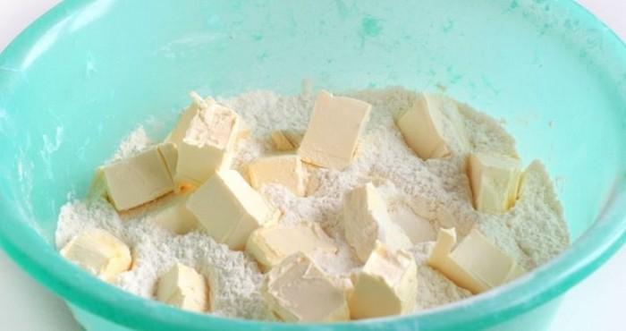 маргарин кусочками с сахаром