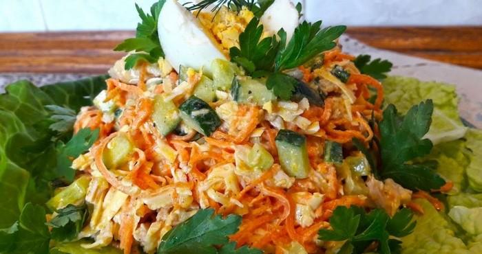 пикантный салат с морковью и огурцами