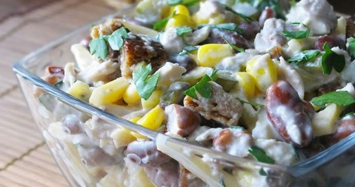 яркий и сытный салат с кукурузой и фасолью