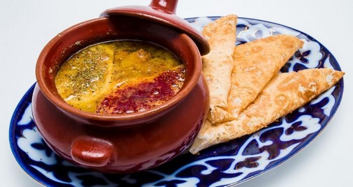 суп из баранины с лепешками