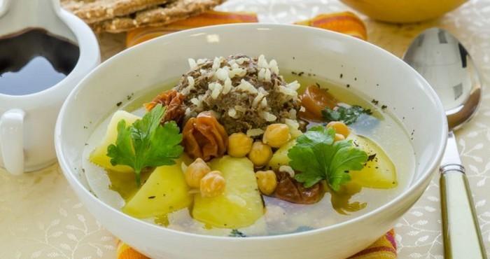 азербайджанский суп с айвой и мясом