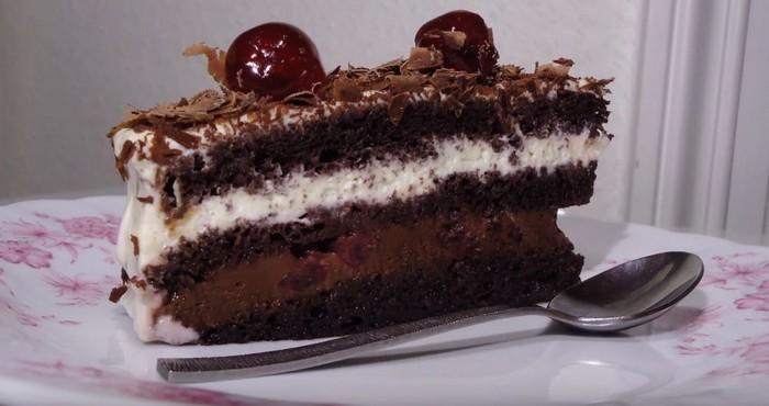 насыщенный торт «Черный лес» с пропиткой из вишни