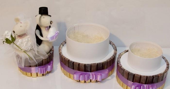 оригинальный подарок на свадьбу из конфет