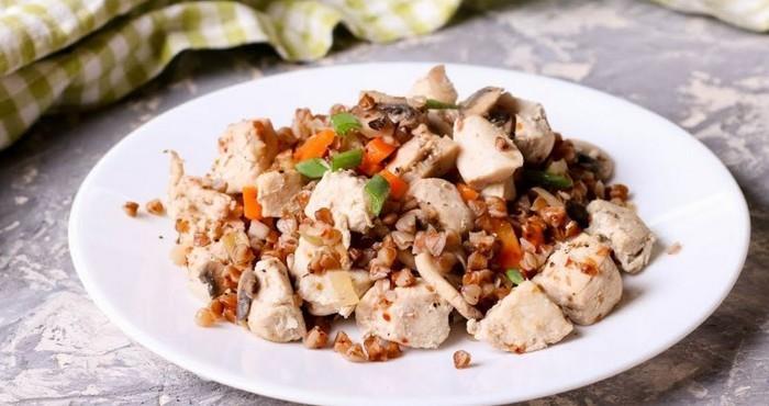 блюдо с курицей и грибами в мультиварке