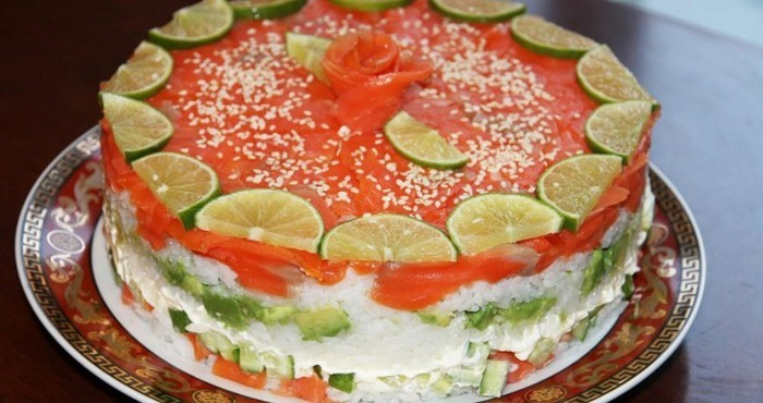 суши салат с рисом и кетой