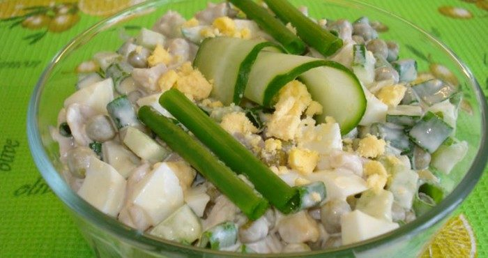 Изысканные рецепты салатов из консервированных кальмаров