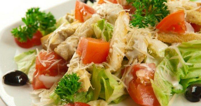 Простые и вкусные рецепты салатов из куриной грудки