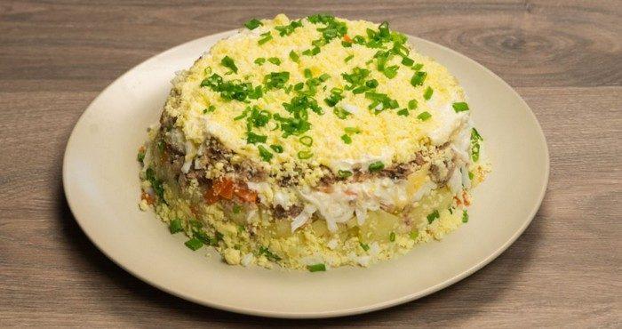 Как приготовить самый популярный салат «Мимоза» с сайрой