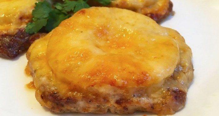 Как вкусно запечь мясо с сыром в духовке