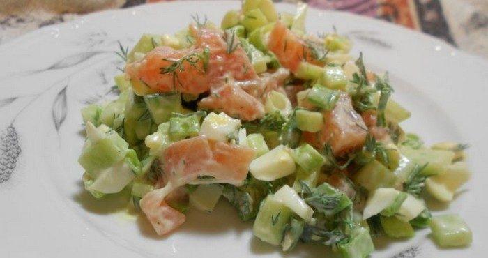 Быстрые и простые рецепты салатов с красной рыбой