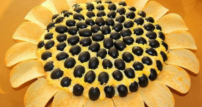 Салат «Подсолнух» с чипсами — яркое и вкусное наслаждение