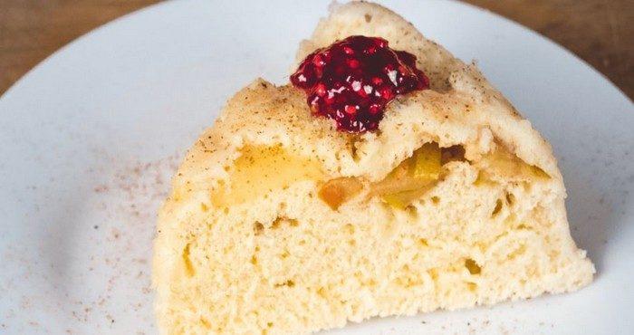 Шарлотка в микроволновке — ароматный десерт за полчаса