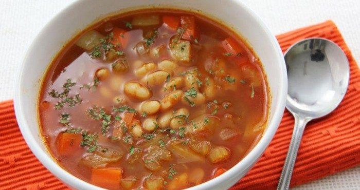 Как быстро приготовить суп из консервированной фасоли