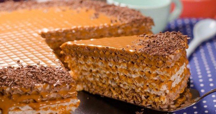 Как быстро приготовить торт из хрустящих вафельных коржей