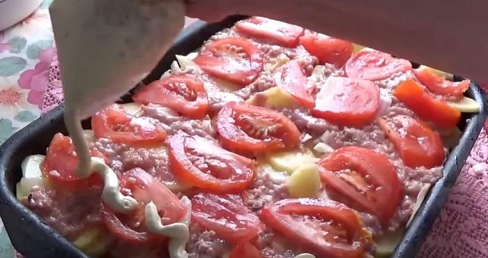 половину нарезанных помидор