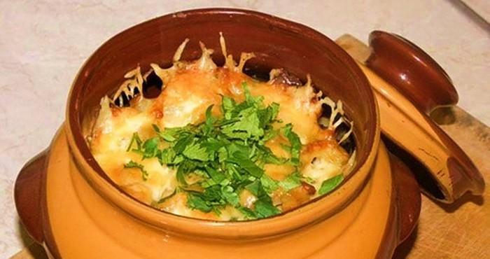 Картошка с фаршем и грибами в