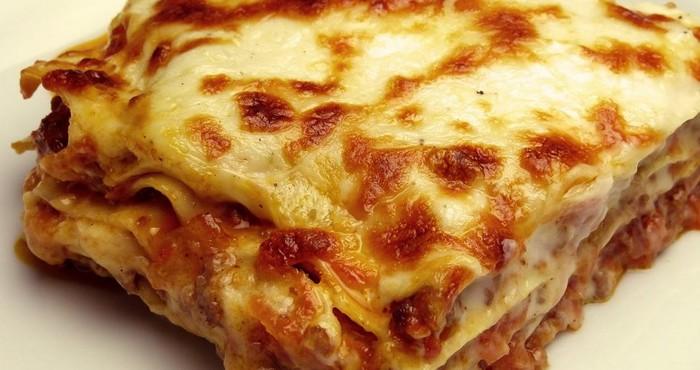 Мясная лазанья с соусом бешамель