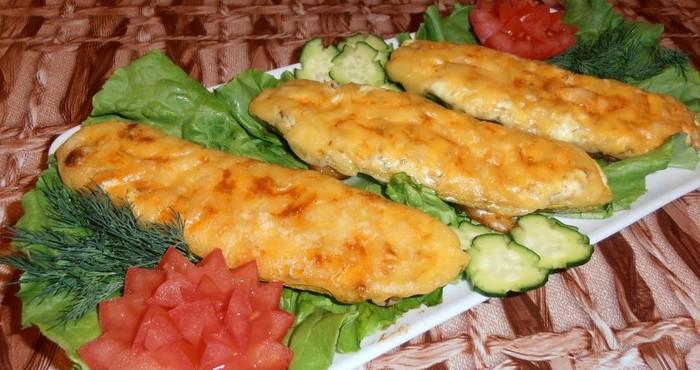 «Сливочные» кабачки, фаршированные куриным фаршем с сыром