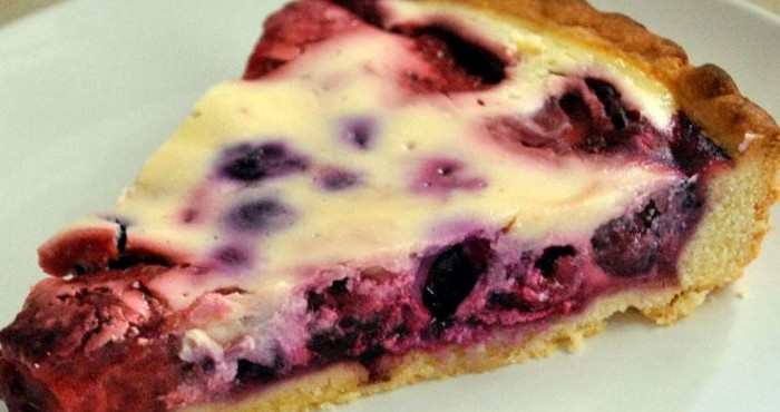 Ингредиенты для приготовления торта с брусникой: сахар – грамм.