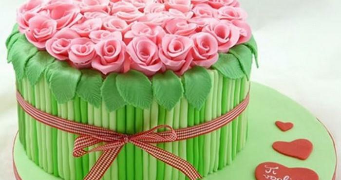 Учимся красиво украшать торт мастикой