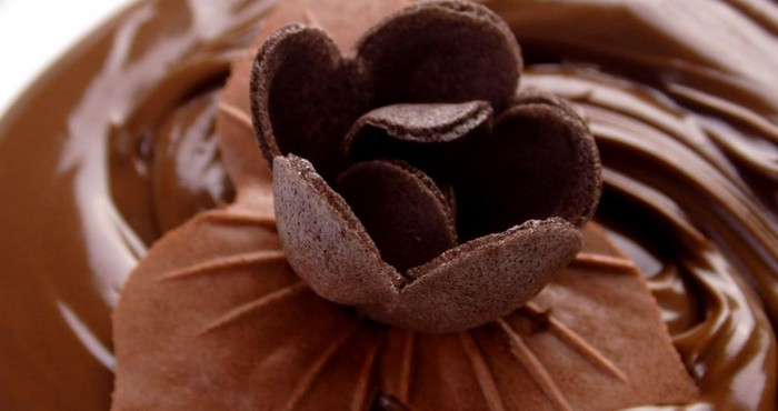 Шоколадное украшение для торта