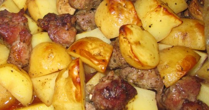 "Картошка ""по-деревенски"" с мясом"