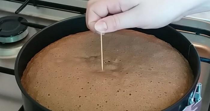 Пока готовится бисквит