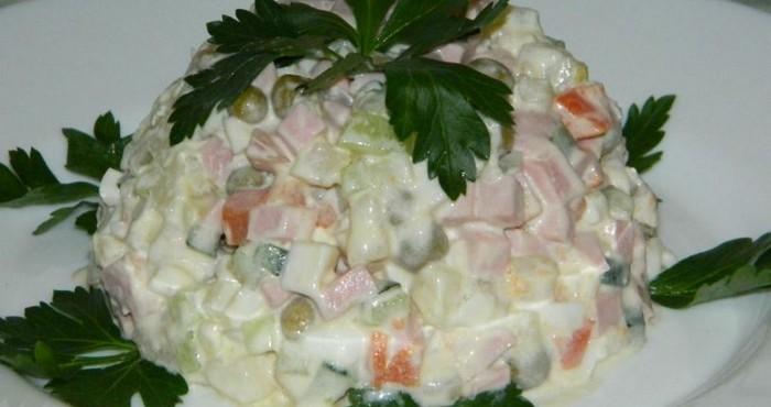 Зимний салат со свежими огурцами