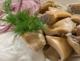 пикантные грибы со сметаной