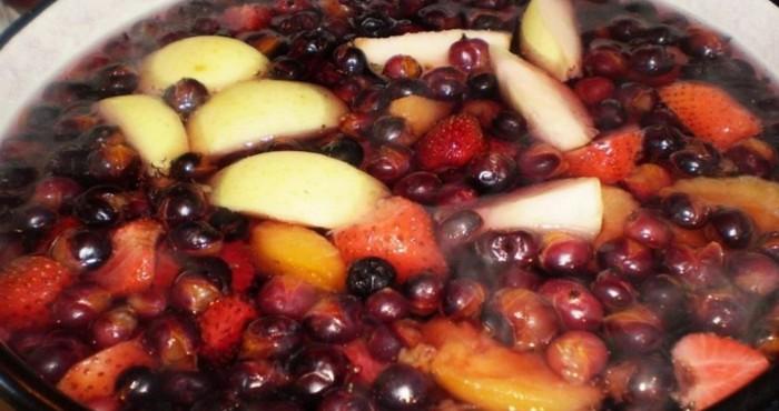 плодово-ягодный компот